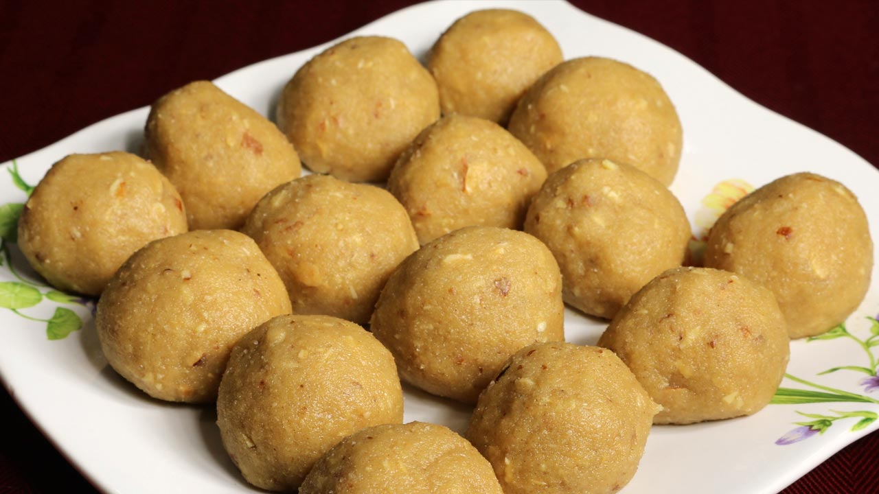 Atta Ka Ladoo Recipe by Manjula