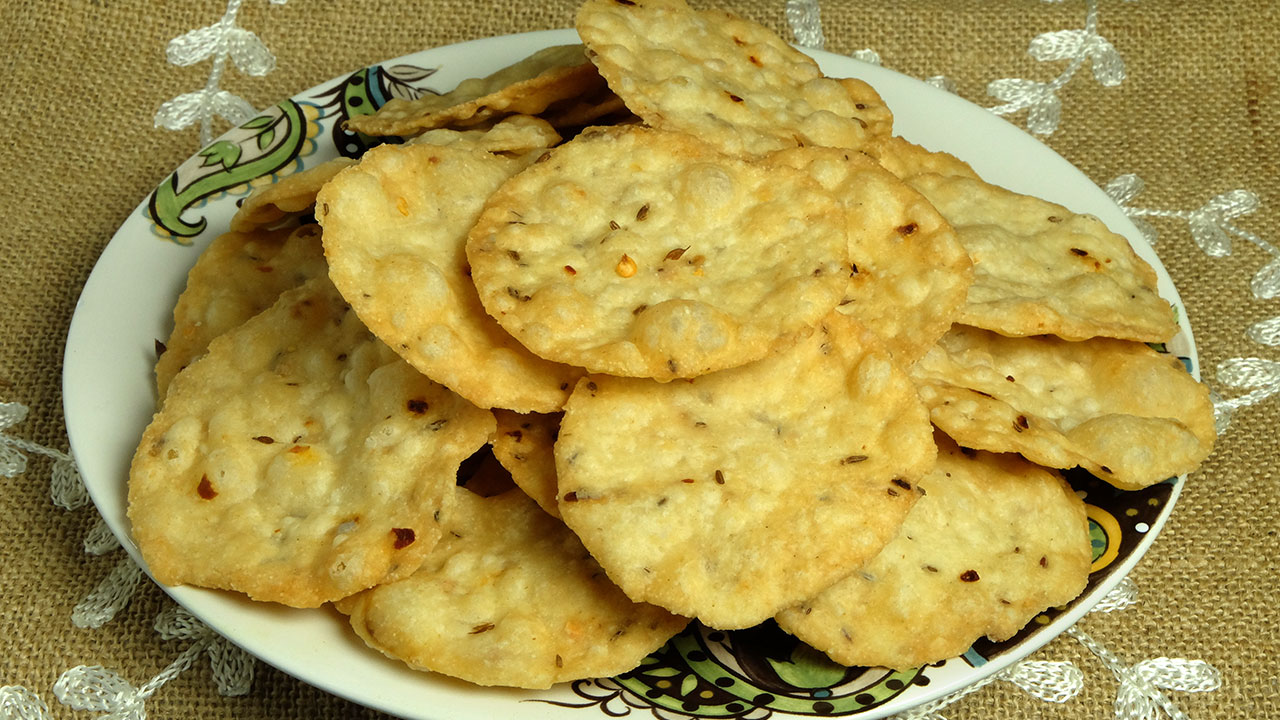Masala Puri (Spicy Crackers) Recipe by Manjula