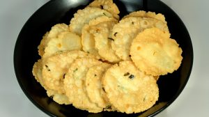 Thattai (Rice Crackers) Recipe by Manjula