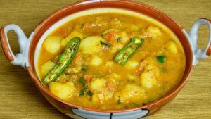 Aloo Tamatar Ki Sabji (Potato with Spicy Tomato Gravy)