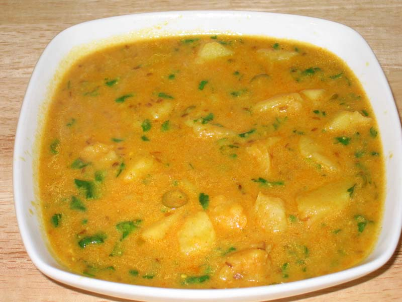 Potato Curry with Yogurt Gravy